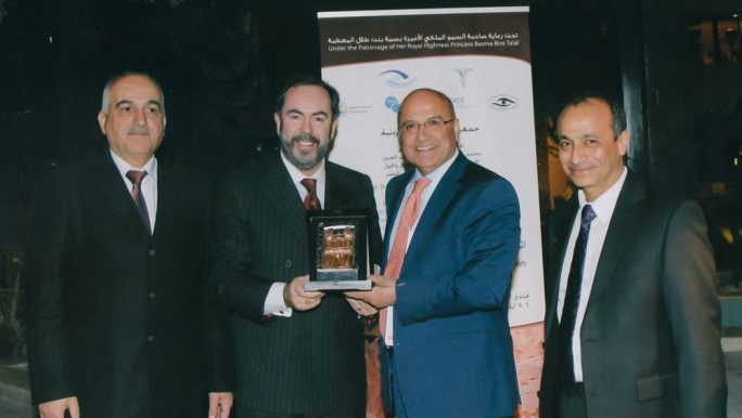David Gartry receiving a Faculty/Keynote Speaker award from the organisers of the 12th International Congress of the Jordanian Ophthalmological Society