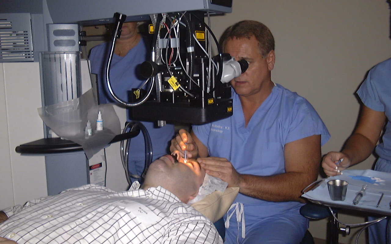 David-Gartry-Undergoing-Laser-Eye-Surgery-Treatment