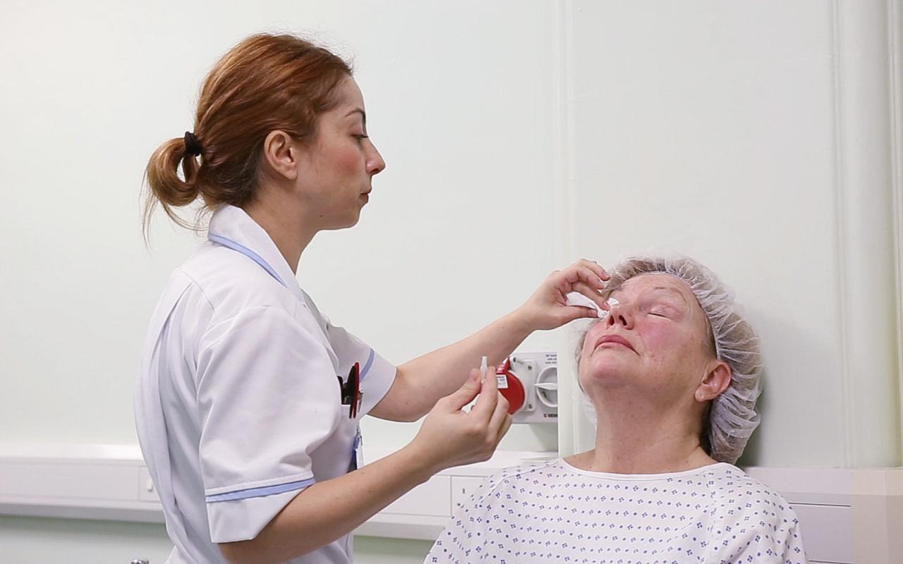 Eye drops before cataract surgery